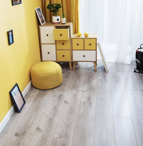 森趣地板1515新三层无醛松木芯